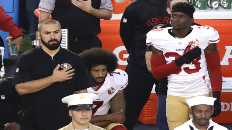 colin_kaepernick_kneels colin kaepernick national anthem controversy know your meme
