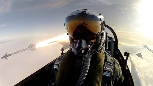 Pilot Takes Selfie Game to a New Height