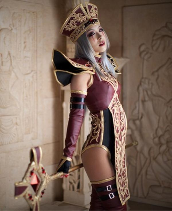 High Inquisitor Sally Whitemane | Cosplay | Know Your MemeHunger Games Cosplay