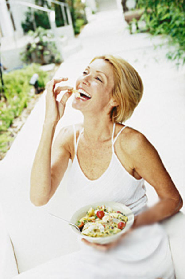 8b6 women laughing alone with salad know your meme