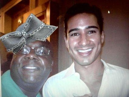 mario-lopez-giving-resepct-to-the-hat-30452-1233062442-8.jpg