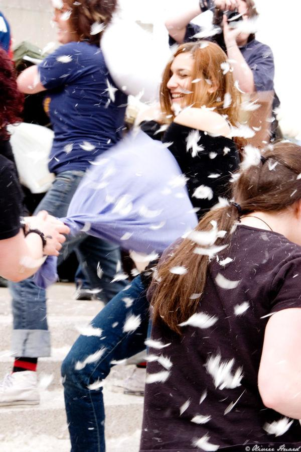 Flash_Mob___Pillow_Fight_5_by_mistero.jpg