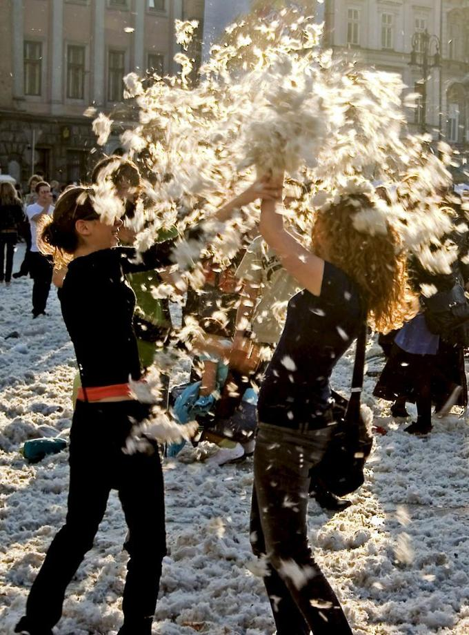 Pillow_fight_vol_4_by_jollybad.jpg