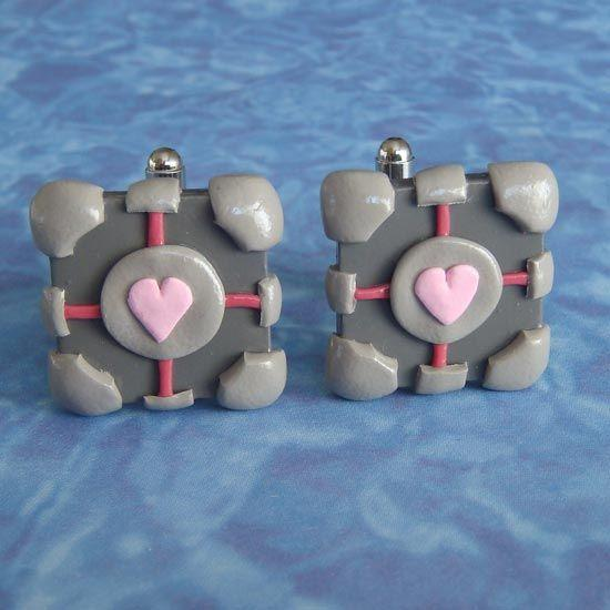 portal-weighted-companion-cube-cufflinks_1.jpg