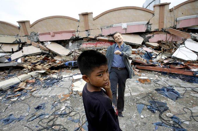 Leo_Strut_Indonesia-Earthquake.jpg