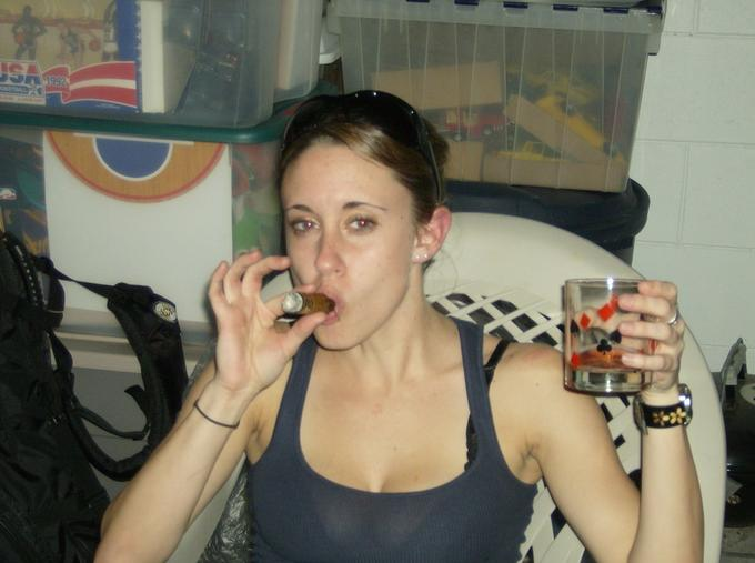 Casey-Anthony-Cigar-Smoking.jpg