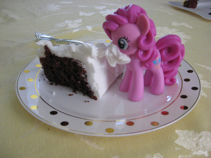 pinkypie_weddingcake.jpg
