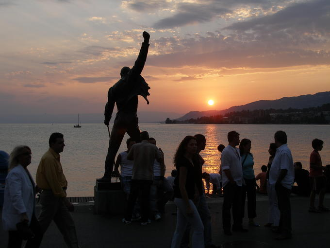 Freddy_Statue_Montreux_Sunset.jpg