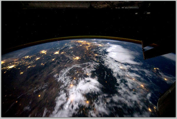 earth-iss-2011.jpg