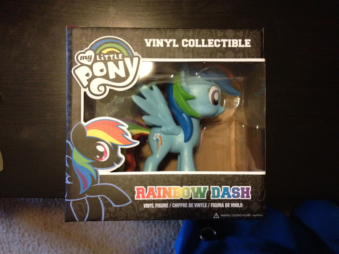 Rainbow Dash vinyl figure