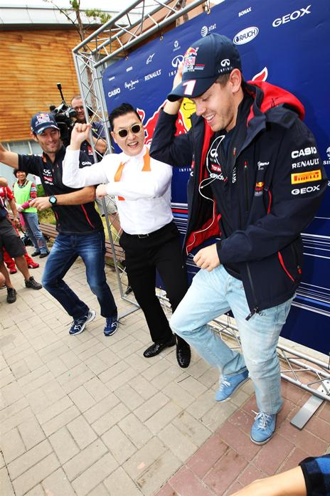 Webber and Vettel do Gangnam