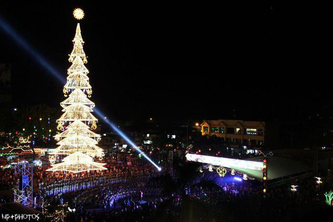 Phillipines GIANT XMAS TREE