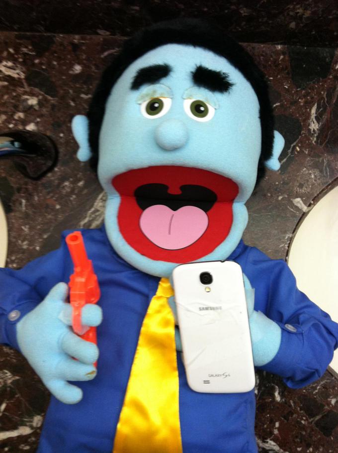 Puppet Hernandezing