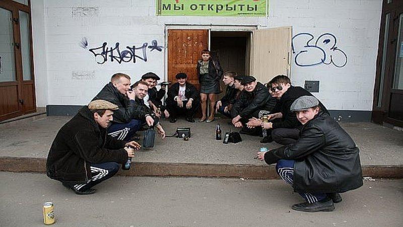 resting squat progression--group of men in resting squat