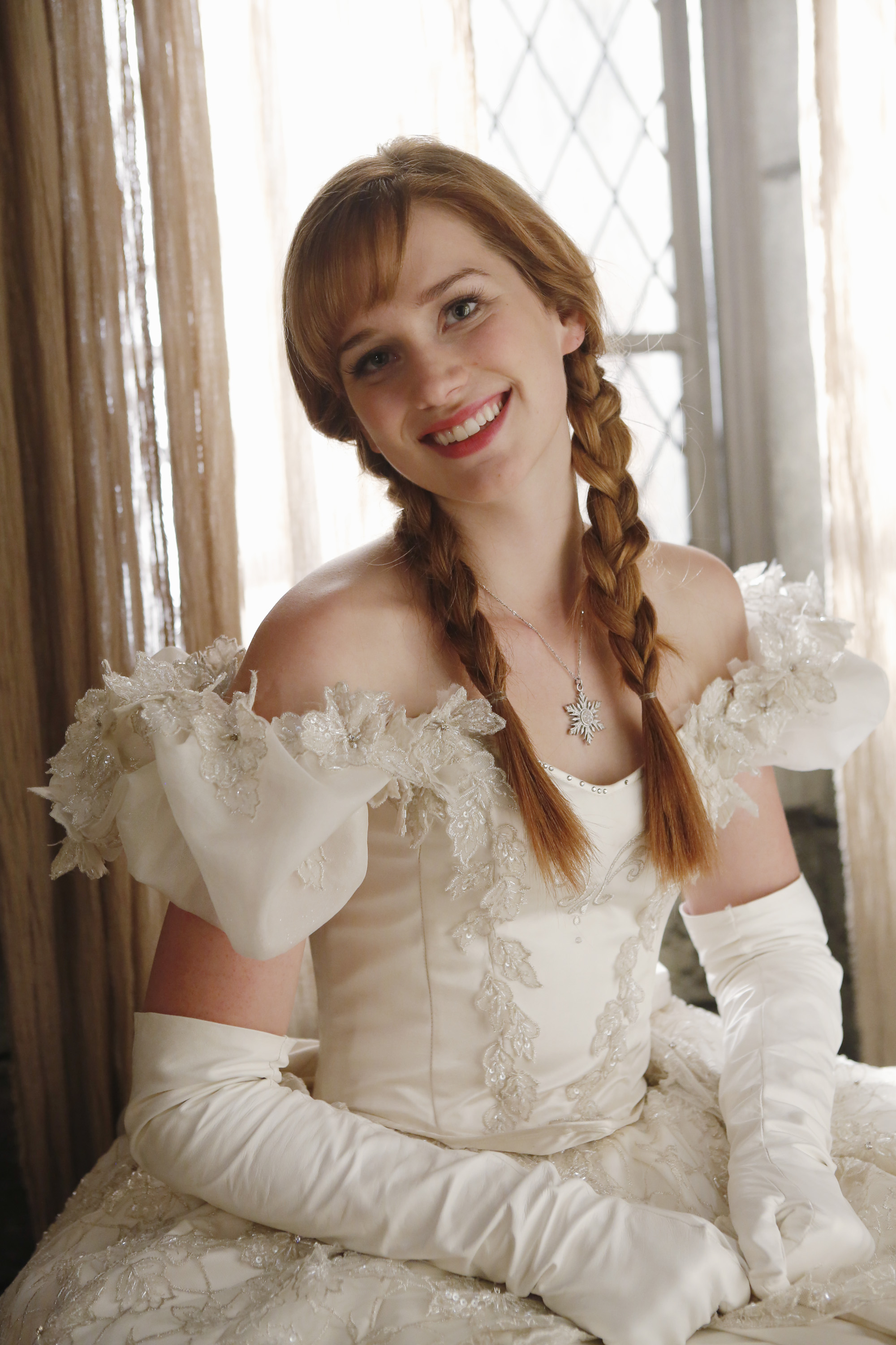 Coc Elizabeth Lail Elsa Once Upon A Time Anna Gown Bride Wedding Dress Bridal Clothing Beauty